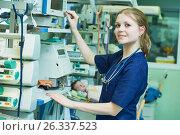 Купить «Female doctor portrait in front of intensive care unit for newborn infant baby», фото № 26337523, снято 21 февраля 2017 г. (c) Дмитрий Калиновский / Фотобанк Лори