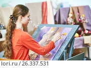 Купить «Girl painting still life by oil paint in studio», фото № 26337531, снято 21 марта 2017 г. (c) Дмитрий Калиновский / Фотобанк Лори