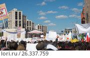 Купить «Москва, 14 мая 2017, Проспект Сахарова, манифестация против проекта реновации», фото № 26337759, снято 14 мая 2017 г. (c) Николай Алмаев / Фотобанк Лори