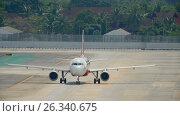 Купить «Airplane turn runway before departure», видеоролик № 26340675, снято 4 декабря 2016 г. (c) Игорь Жоров / Фотобанк Лори