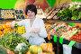 Mature woman buying fresh vegetables, фото № 26340855, снято 10 марта 2017 г. (c) Яков Филимонов / Фотобанк Лори