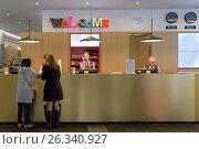 Купить «Санкт-Петербург, отель Азимут, стойка регистрации», эксклюзивное фото № 26340927, снято 25 сентября 2016 г. (c) Константин Косов / Фотобанк Лори