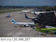 Самолеты в Международном аэропорту Сочи (2016 год). Редакционное фото, фотограф Екатерина Лызлова / Фотобанк Лори