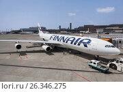 Купить «Самолет Airbus A340 финской авиакомпании Finnair с пристыкованным воздушным трапом на терминале 2. Аэропорт Нарита, Япония», фото № 26346275, снято 16 апреля 2013 г. (c) Кекяляйнен Андрей / Фотобанк Лори