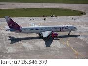 Самолет Boeing 757-200 авиакомпании «ВИМ-АВИА» в Международном аэропорту Сочи (2016 год). Редакционное фото, фотограф Екатерина Лызлова / Фотобанк Лори