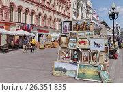 Купить «Москва. Арбат», эксклюзивное фото № 26351835, снято 22 мая 2017 г. (c) Илюхина Наталья / Фотобанк Лори