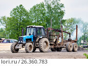 Tractor with trailer for transportation of logs. Стоковое фото, фотограф Никита Ковалёв / Фотобанк Лори