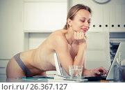 Купить «smiling girl in underpants in the office», фото № 26367127, снято 24 апреля 2017 г. (c) Яков Филимонов / Фотобанк Лори