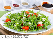 salad with tomatoes, mini mozzarella, arugula, close-up. Стоковое фото, фотограф Oksana Zh / Фотобанк Лори