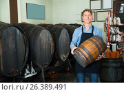 friendly man working in winery. Стоковое фото, фотограф Яков Филимонов / Фотобанк Лори