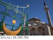 Купить «Джума-Джами (Хан-Джами) соборная пятничная мечеть в центре города Евпатории, Республика Крым», фото № 26390783, снято 30 апреля 2017 г. (c) Николай Винокуров / Фотобанк Лори