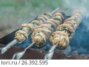 Купить «Grilled mushrooms on skewers cooked in a brazier, close-up, retro effect», фото № 26392595, снято 3 апреля 2017 г. (c) Tetiana Chugunova / Фотобанк Лори