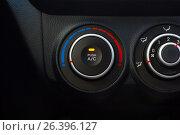Регулятор кондиционера в машине. Стоковое фото, фотограф Karataevo / Фотобанк Лори