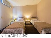 Twin room in modern hotel. Стоковое фото, фотограф Elnur / Фотобанк Лори
