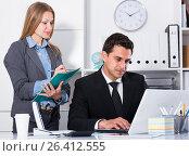 Купить «Manager giving instruction», фото № 26412555, снято 20 апреля 2017 г. (c) Яков Филимонов / Фотобанк Лори