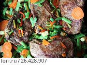 Купить «Свиной стейк на кости с овощами», фото № 26428907, снято 25 мая 2017 г. (c) Владимир Тучин / Фотобанк Лори