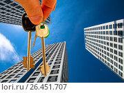 Купить «Ключи от квартиры на фоне новых высотных домов», фото № 26451707, снято 12 февраля 2017 г. (c) Сергеев Валерий / Фотобанк Лори