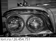 "Купить «STUTTGART, GERMANY - MARCH 04, 2017: Headlamp of a full-size car Ford Galaxie Skyliner, 1959. Europe's greatest classic car exhibition ""RETRO CLASSICS""», фото № 26454751, снято 4 марта 2017 г. (c) Sergey Kohl / Фотобанк Лори"