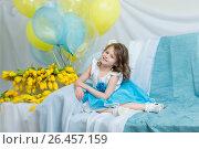 Купить «The little girl on the sofa with a bouquet of flowers», фото № 26457159, снято 23 марта 2017 г. (c) Сергей Колесников / Фотобанк Лори
