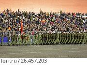 Купить «Ночная репетиция парада на Красной площади в Москве в честь 72-й годовщины Победы. Торжественный марш девушек военнослужащих», фото № 26457203, снято 3 мая 2017 г. (c) Игорь Долгов / Фотобанк Лори