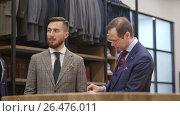 Купить «Working tailor in studio», видеоролик № 26476011, снято 2 июня 2017 г. (c) Raev Denis / Фотобанк Лори