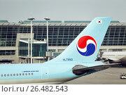 Купить «Хвост пассажирского самолёта Airbus A330-300 авиакомпании Кореан Эйр (Korean Air) в международном аэропорту Инчхон (Incheon)», фото № 26482543, снято 25 мая 2011 г. (c) Александр Гаценко / Фотобанк Лори