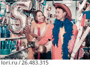 Купить «Man with girlfriend trying on cowboy hat and smiling», фото № 26483315, снято 11 апреля 2017 г. (c) Яков Филимонов / Фотобанк Лори