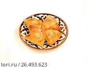 Самса пирожки с начинкой на тарелке для чайхоны. Стоковое фото, фотограф Якунин Алексей / Фотобанк Лори
