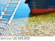 Купить «Носовая шкала марок углубления, показывающая текущую осадку судна. Корабль пришвартован на галечном берегу озера Байкал. Летние круизы», фото № 26505659, снято 18 августа 2011 г. (c) Виктория Катьянова / Фотобанк Лори