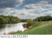 Купить «Озеро в лесной зоне», фото № 26513851, снято 21 мая 2017 г. (c) виктор химич / Фотобанк Лори