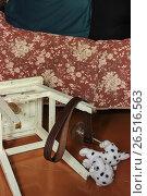 Купить «Пьяный человек спит, рядом - разбросанные вещи: табурет, графин, игрушка, ремень», фото № 26516563, снято 11 июня 2017 г. (c) Евгений Будюкин / Фотобанк Лори