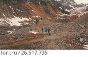 Купить «The group of travelers in the mountains waving to the camera», видеоролик № 26517735, снято 4 июня 2017 г. (c) Виктор Аллин / Фотобанк Лори