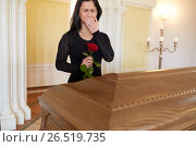 Купить «crying woman with red rose and coffin at funeral», фото № 26519735, снято 20 марта 2017 г. (c) Syda Productions / Фотобанк Лори