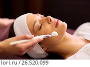 Купить «beautician applying facial mask to woman at spa», фото № 26520099, снято 26 января 2017 г. (c) Syda Productions / Фотобанк Лори