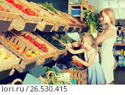 Купить «customers choosing vegetables», фото № 26530415, снято 20 января 2019 г. (c) Яков Филимонов / Фотобанк Лори