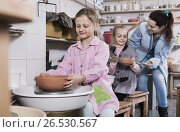 Купить «Schoolgirls learning from teacher to make ceramics», фото № 26530567, снято 19 июля 2018 г. (c) Яков Филимонов / Фотобанк Лори