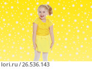 Купить «A little blonde in a yellow t-shirt», фото № 26536143, снято 12 января 2014 г. (c) Сергей Колесников / Фотобанк Лори
