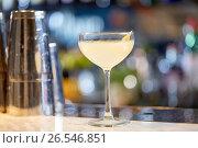 Купить «glass of cocktail at bar», фото № 26546851, снято 7 февраля 2017 г. (c) Syda Productions / Фотобанк Лори
