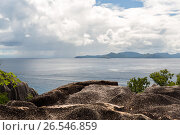 view from island to indian ocean on seychelles (2017 год). Стоковое фото, фотограф Syda Productions / Фотобанк Лори