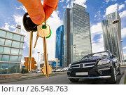 Ключи на фоне современного делового центра. Стоковое фото, фотограф Сергеев Валерий / Фотобанк Лори