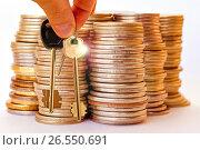 Ключи от квартиры  на фоне  денег. Стоковое фото, фотограф Сергеев Валерий / Фотобанк Лори