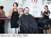 Купить «Smiling woman professional hairdresser with scissors», фото № 26552183, снято 16 августа 2018 г. (c) Яков Филимонов / Фотобанк Лори