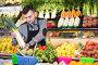 Male seller helping to choose, фото № 26554031, снято 18 марта 2017 г. (c) Яков Филимонов / Фотобанк Лори