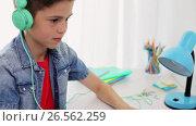 Купить «boy in headphones playing video game on laptop», видеоролик № 26562259, снято 19 июня 2019 г. (c) Syda Productions / Фотобанк Лори