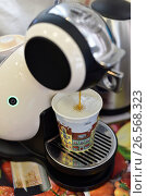 Купить «Кофе машина наливает кофе», эксклюзивное фото № 26568323, снято 21 июня 2017 г. (c) Юрий Морозов / Фотобанк Лори
