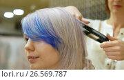 Купить «Styling a client's hair in beauty salon,», видеоролик № 26569787, снято 12 июня 2017 г. (c) Константин Мерцалов / Фотобанк Лори