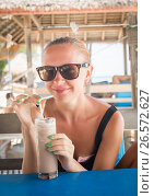Young woman enjoying milkshake. Стоковое фото, фотограф Никита Буйда / Фотобанк Лори