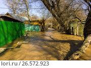 Купить «Московская область, весеннее половодье в городе Сергиев Посад», фото № 26572923, снято 19 апреля 2013 г. (c) glokaya_kuzdra / Фотобанк Лори