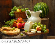 Купить «Натюрморт с вином,фруктами и сыром», фото № 26573467, снято 10 августа 2014 г. (c) Марина Володько / Фотобанк Лори