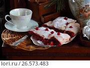 Штрудель с яблочно-вишневой начинкой с кофе. Стоковое фото, фотограф Марина Володько / Фотобанк Лори